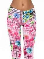 Różowe legginsy z kraciastym nadrukiem