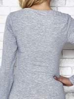 Szara bluzka sportowa z dekoltem U