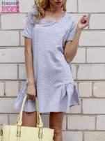 Szara sukienka dresowa z falbanami z boku