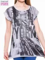 T-shirt z nadrukiem NEW YORK i szarą lamówką