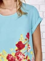 Turkusowa koszula z motywem kwiatów