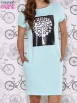 Turkusowa sukienka dresowa ze srebrnym printem drzewa