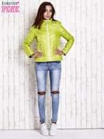 Zielona pikowana kurtka z wykończeniem w groszki