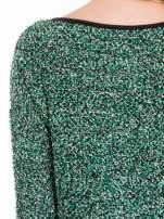 Zielony melanżowy sweter bouclé