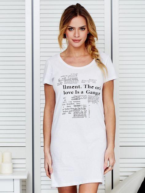 Biała koszula nocna z nadrukiem newspaper                              zdj.                              1