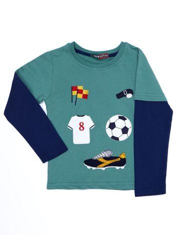 Bawełniana zielona bluzka dla chłopca ze sportowymi naszywkami
