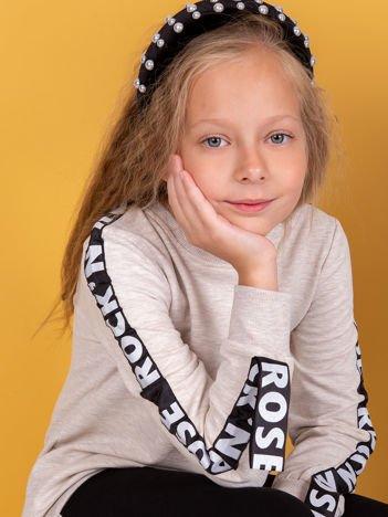 Beżowa bluza dla dziewczynki z graficzną taśmą na rękawach