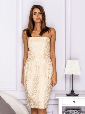 Beżowa sukienka o ozdobnej fakturze