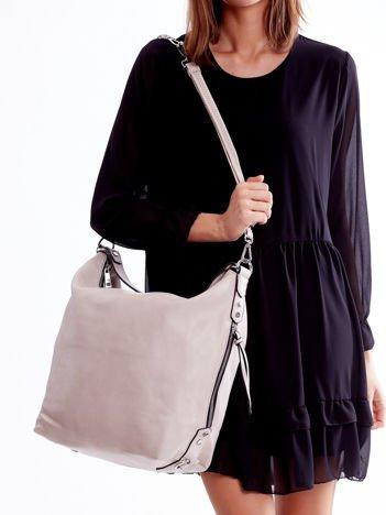 Beżowa torba z ozdobnymi zamkami po bokach