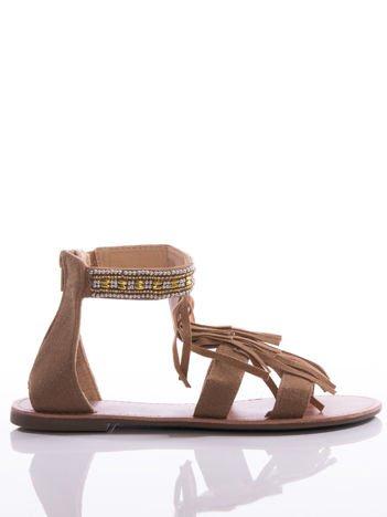 Beżowe sandały z ozdobnymi frędzlami i opaską wokół kostki z koralików