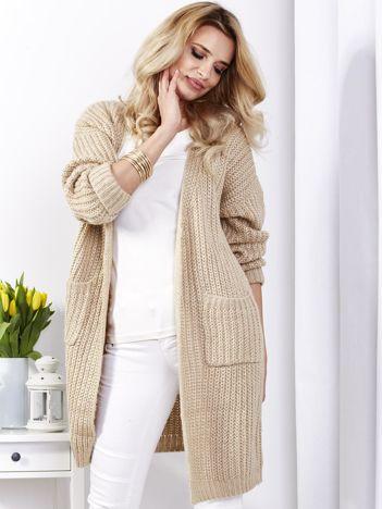 Beżowy sweter bez zapięcia z kieszeniami