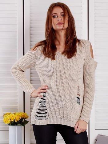 Beżowy sweter z dziurami