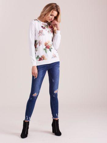 Biała bluza retro w kwiaty
