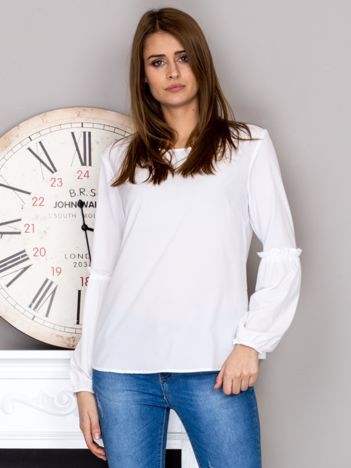 Biała bluzka z ozdobnymi rękawami
