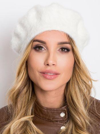 Biała czapka damska