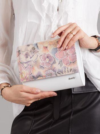 Biała kopertówka z kwiatową klapką