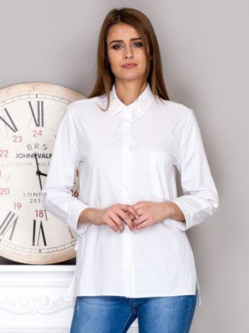 Biała koszula z perełkami na kołnierzyku