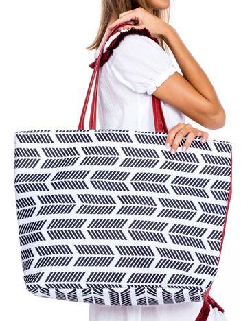 Biała materiałowa torba shopper we wzory