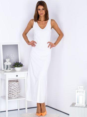 Biała sukienka maxi z wiązanym dekoltem z tyłu
