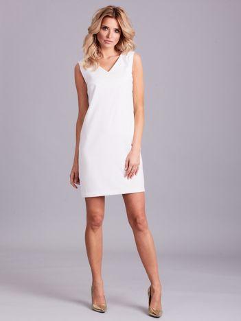 Biała sukienka z dekoltem na plecach