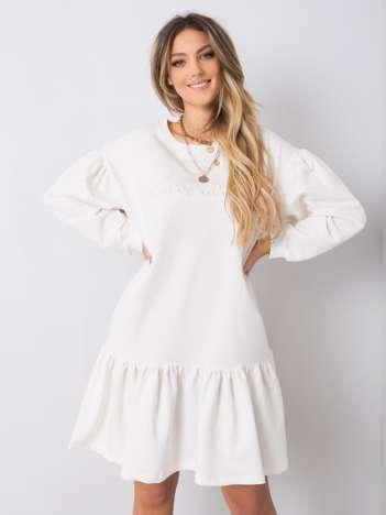 Biała sukienka z falbaną Janelle