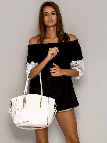 Biała torba shopper bag z ozdobnymi okuciami