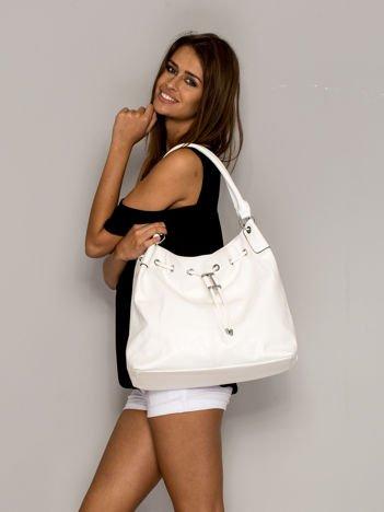 Biała torba ze ściągaczem
