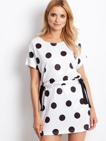 Biała wiązana sukienka w grochy