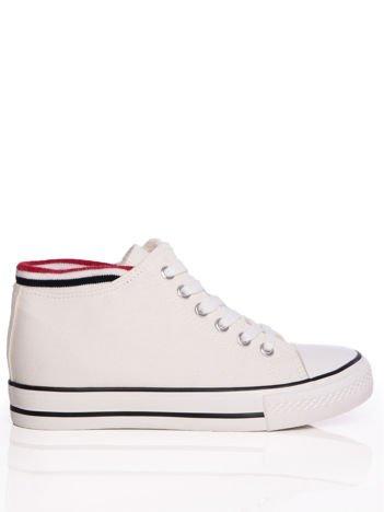 Białe płócienne sneakersy z dzianinowym brzegiem cholewki