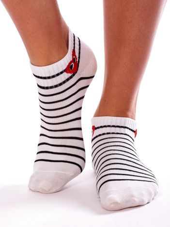 Białe skarpety stopki w paski