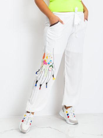 Białe spodnie plus size Flame