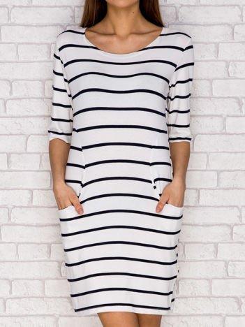 Biało-czarna sukienka dzienna w paski