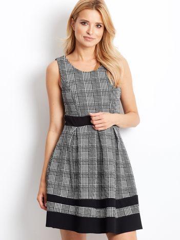 Biało-czarna sukienka w pepitkę