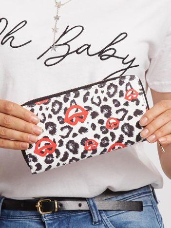Biało-czarny portfel w cętki