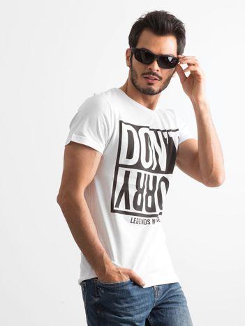 Biało-czarny t-shirt męski z nadrukiem