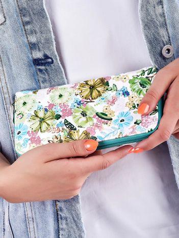 Biało-zielony portfel na suwak z nadrukiem kolorowych kwiatów