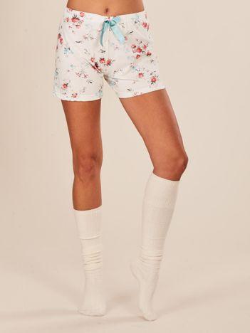 Biały dół od piżamy w kwiaty