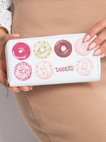 Biały portfel w donuty