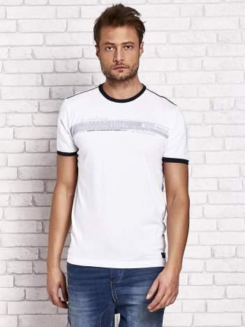 Biały t-shirt męski z motywem tekstowym