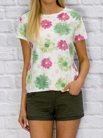 Biały t-shirt w kwiatowy wzór