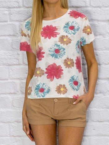 Biały t-shirt w kwiaty used look