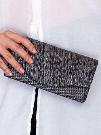 Błyszcząca kopertówka z wytłaczanym wzorem stalowa