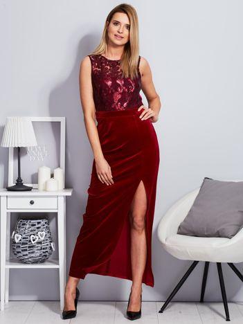 Bordowa aksamitna sukienka z cekinowymi kwiatami