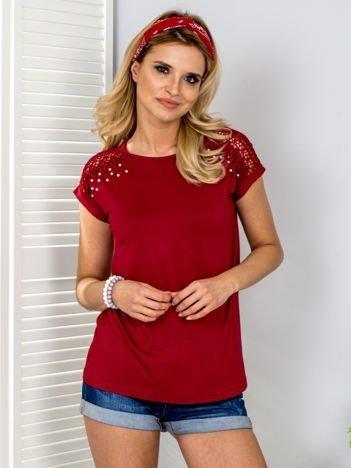 Bordowa bluzka z perełkami i koronką na rękawach