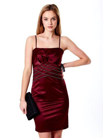 Bordowa sukienka z błyszczącą aplikacją