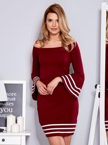 Bordowa sukienka z szerokim rękawem
