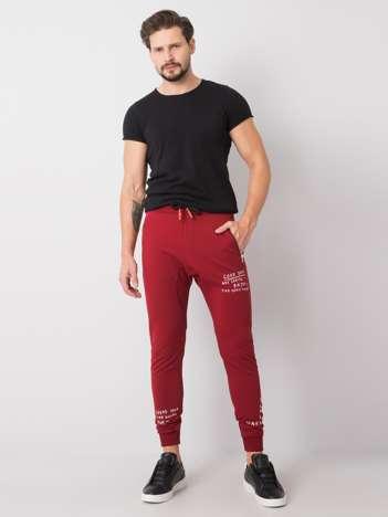 Bordowe męskie spodnie dresowe z printem Shane