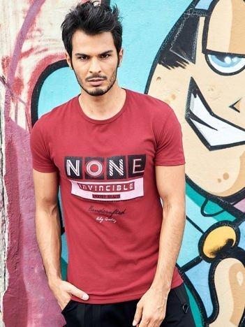 Bordowy t-shirt męski z miejskim nadrukiem