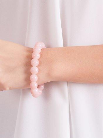 Bransoletka damska na gumce z jasnoróżowymi perełkami