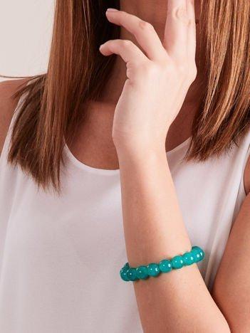 Bransoletka damska na gumce z zielonymi perełkami